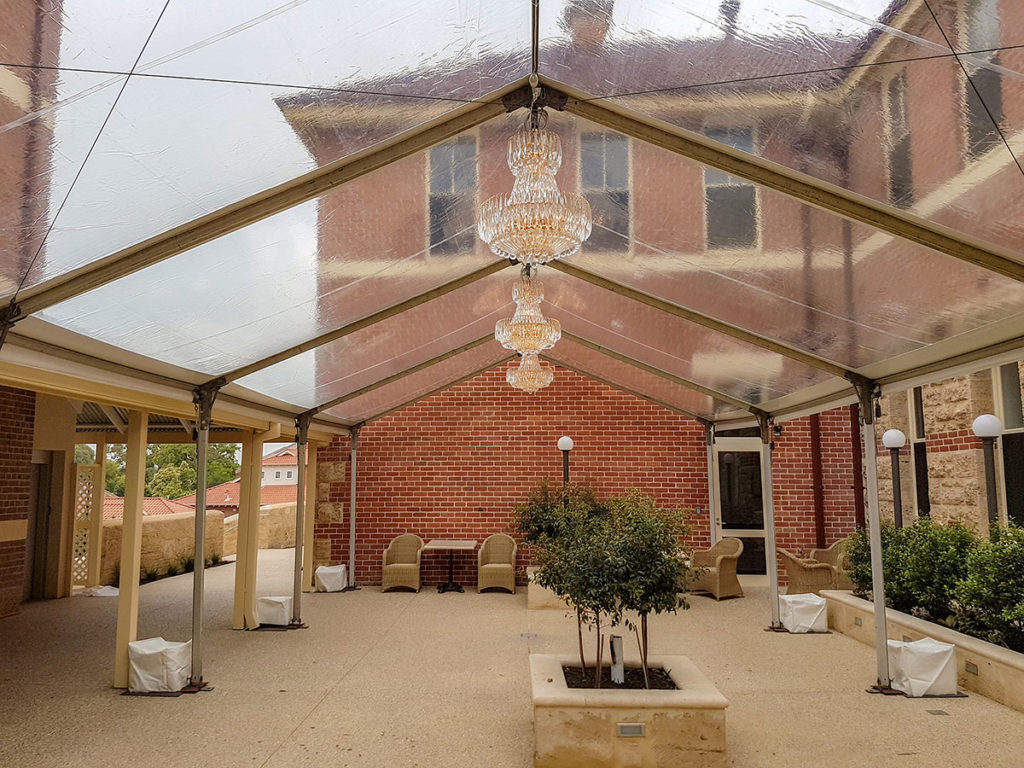 6m-Marquee-Clear-Roof-02